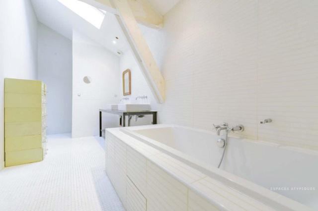 Ngôi nhà màu trắng sở hữu cây xanh và bể bơi bên trong giống như resort nghỉ dưỡng tuyệt đẹp - Ảnh 9.