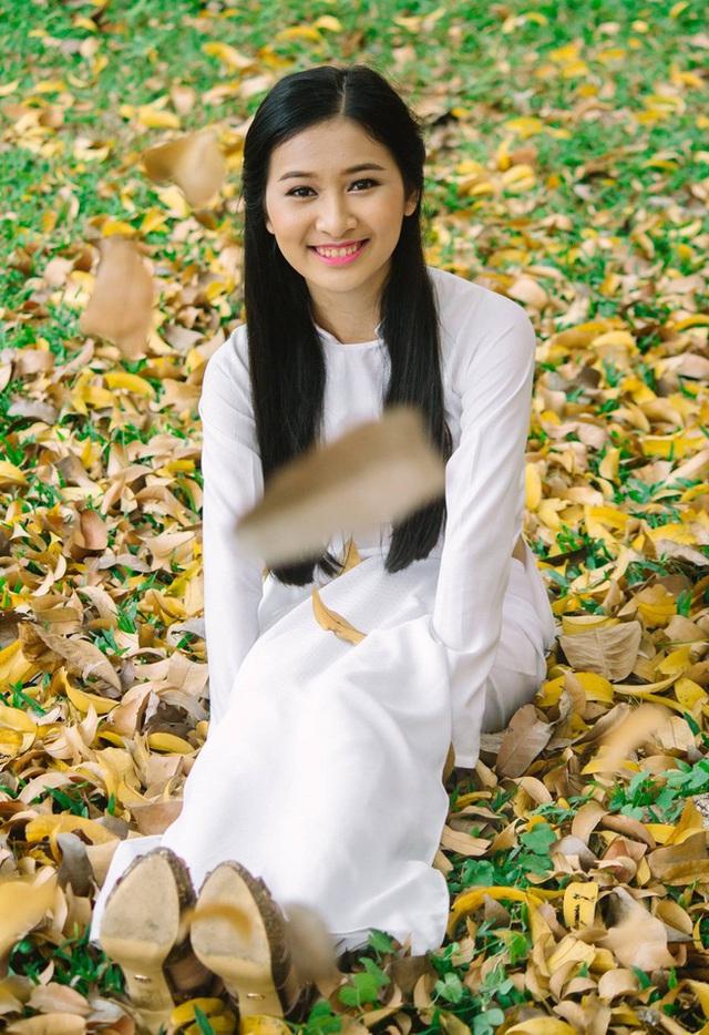 Vẻ đẹp chuẩn con gái Huế của thí sinh Hoa hậu Việt Nam 2020 - Ảnh 10.