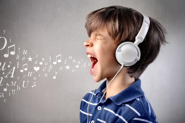 Cha mẹ đang vô tình gây tổn thương thính giác của con hằng ngày bằng những việc làm này mà không biết - Ảnh 2.