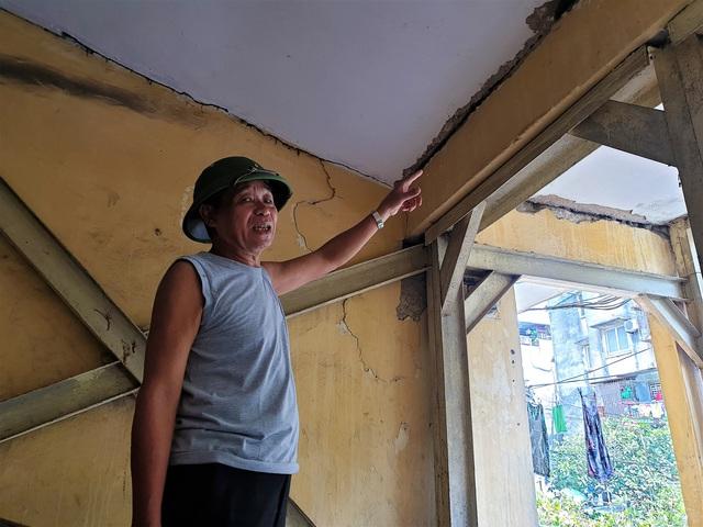 Cận cảnh căn nhà tập thể nghiêng 14 độ ở Hà Nội, hơn 200 người sốngtrong sợ hãi - Ảnh 7.