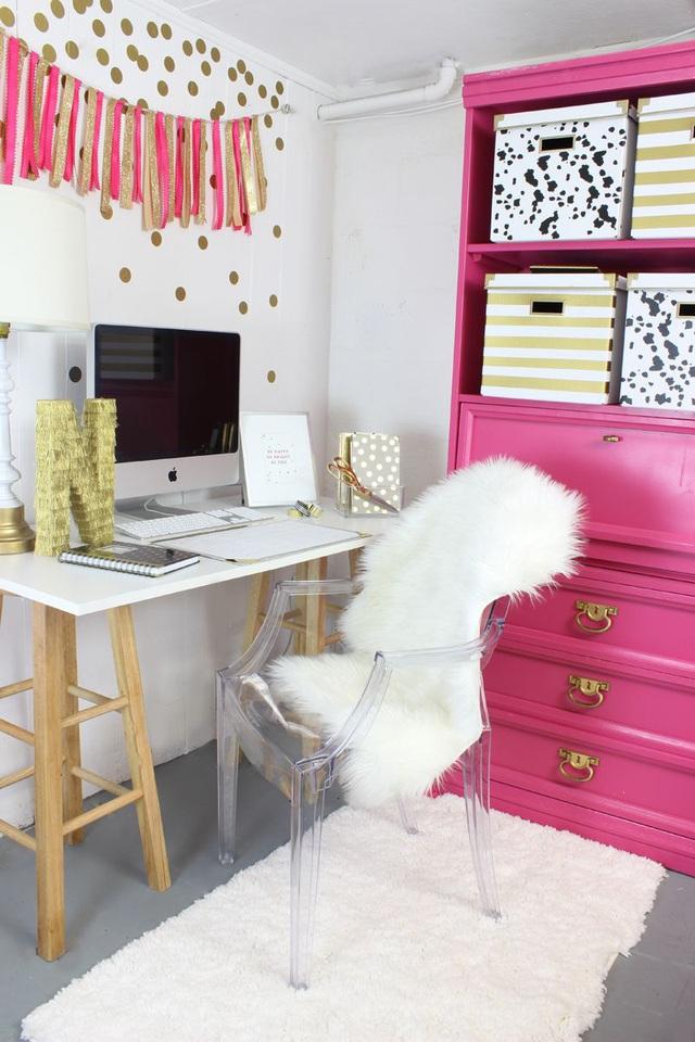 Những ý tưởng trang trí góc làm việc màu hồng ngọt ngào và mát lạnh dành cho các cô nàng đổi gió trong hè - Ảnh 10.