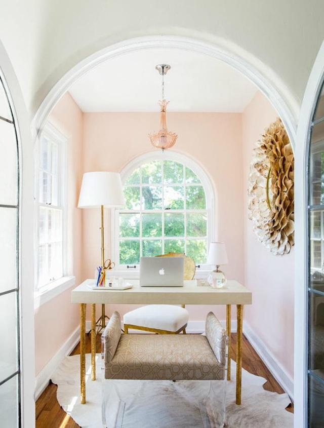 Những ý tưởng trang trí góc làm việc màu hồng ngọt ngào và mát lạnh dành cho các cô nàng đổi gió trong hè - Ảnh 4.