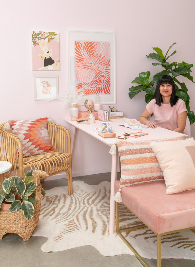 Những ý tưởng trang trí góc làm việc màu hồng ngọt ngào và mát lạnh dành cho các cô nàng đổi gió trong hè - Ảnh 6.