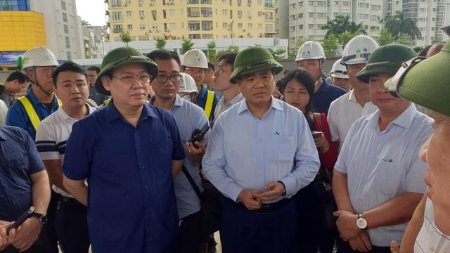 Bí thư Thành ủy Hà Nội kiểm tra nhiều dự án giao thông Hà Nội và ấn định thời gian hoàn thành - Ảnh 2.