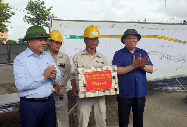 Bí thư Thành ủy Hà Nội kiểm tra nhiều dự án giao thông Hà Nội và ấn định thời gian hoàn thành - Ảnh 4.