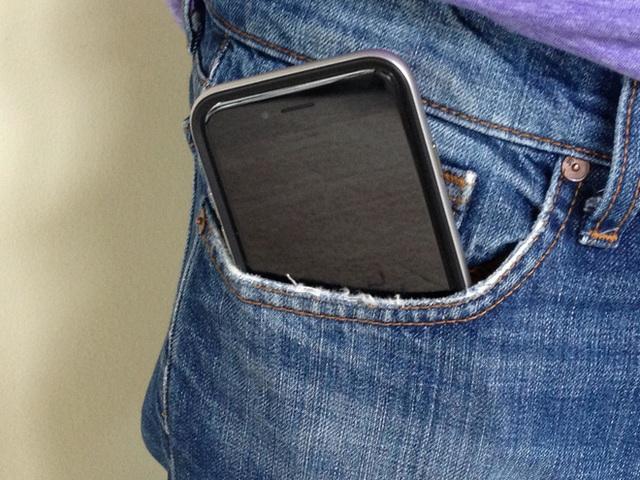 Vô sinh vì uống sữa đậu nành, đặt điện thoại trong túi quần? - Ảnh 2.