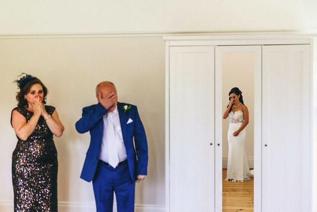 Xúc động khoảng khắc cha lặng lẽ, bật khóc trong đám cưới con gái - Ảnh 7.