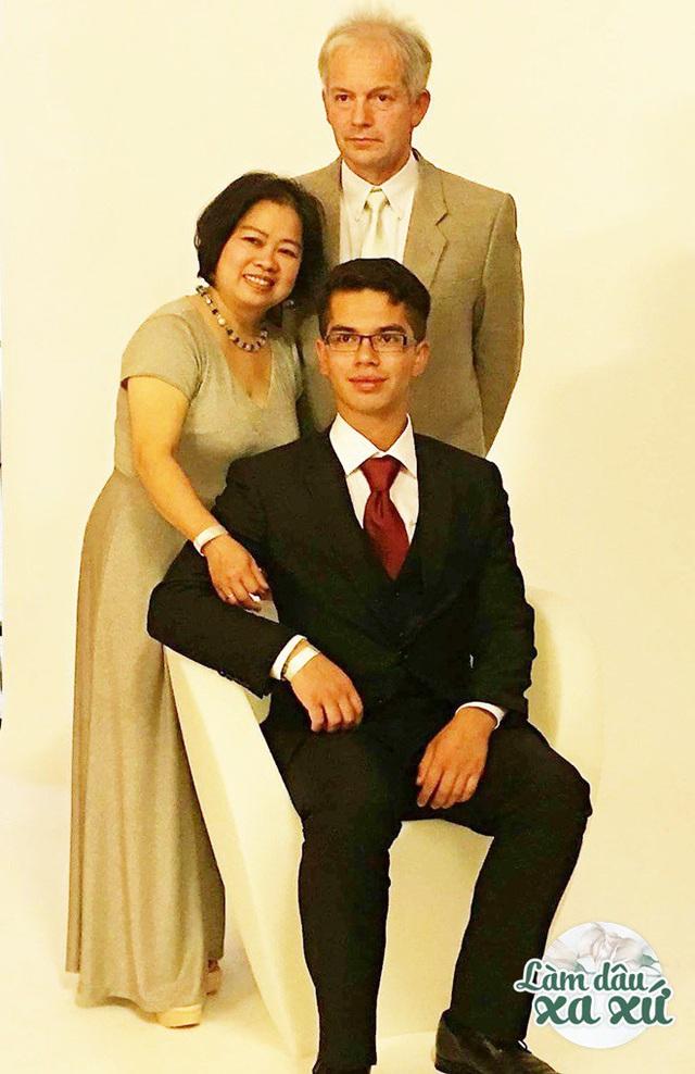 Mẹ Việt làm dâu Đức: Nhà chồng đất rộng thênh thang, cưới ở nơi sang nhất Sài Gòn - Ảnh 5.