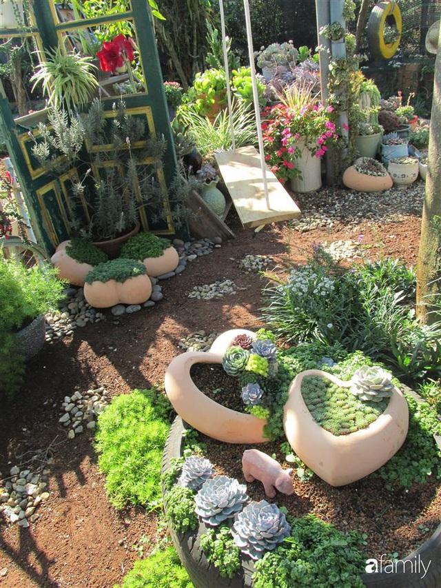 Chỉ tốn hơn 1 triệu đồng, mẹ trẻ biến hình mảnh đất nhỏ trở thành khu vườn trồng xương rồng, sen đá đẹp mê mẩn ở Đà Lạt - Ảnh 9.