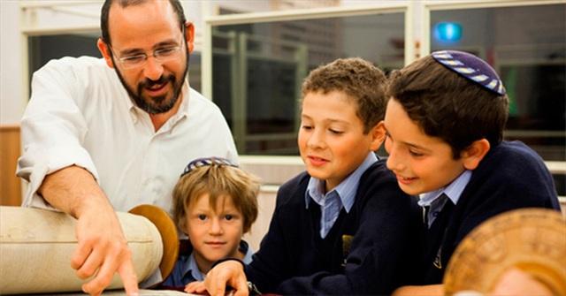 10 nguyên tắc vàng giúp cha mẹ Do Thái tạo ra những đứa trẻ thông minh - Ảnh 1.