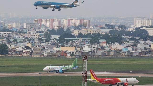 Giãn các chuyến bay sang giờ thấp điểm, khắc phục tình trạng bay lòng vòng trên bầu trời - Ảnh 2.