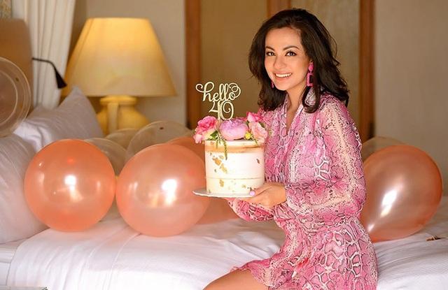 Ngọc Thúy khoe đường cong mừng sinh nhật thứ 40 - Ảnh 2.