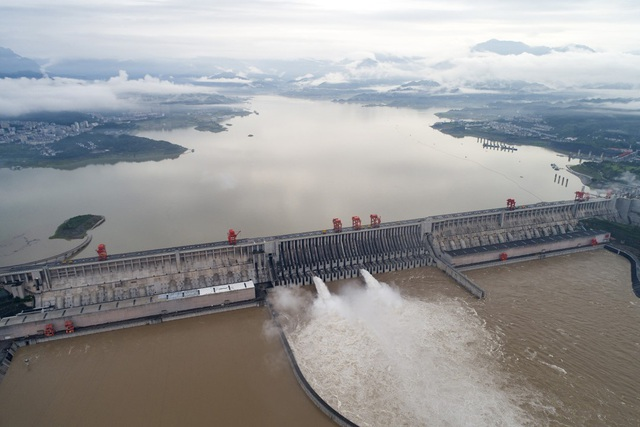 Tin lũ lụt mới nhất ở Trung Quốc: Đập Tam Hiệp thất bại trong kiểm soát lũ, cố đô ngập trong biển nước - Ảnh 3.