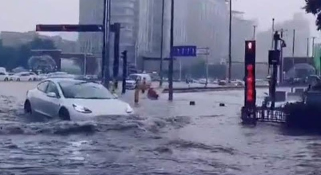 Tin lũ lụt mới nhất ở Trung Quốc: Đập Tam Hiệp thất bại trong kiểm soát lũ, cố đô ngập trong biển nước - Ảnh 1.