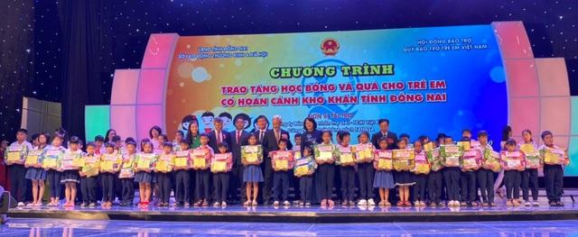 Quỹ Vì cuộc sống tươi đẹp của Dai-ichi Life Việt Nam phối hợp cùng Quỹ Bảo trợ Trẻ em Việt Nam trao tặng 200 triệu đồng cho học sinh hoàn cảnh khó khăn tại Đồng Nai - Ảnh 1.