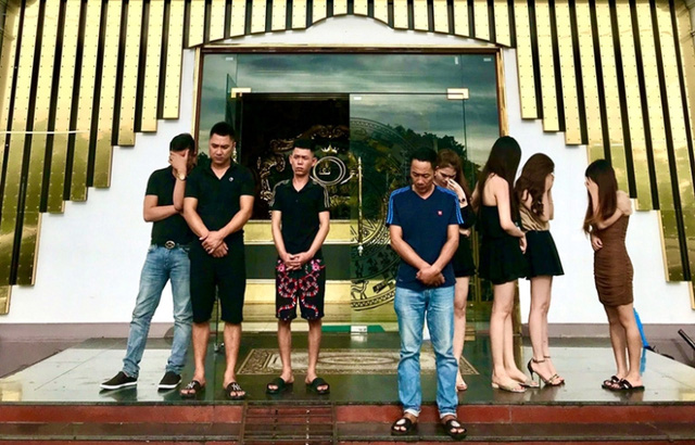 Quảng Ninh: Bất chấp lệnh cấm, nhiều quán karaoke ngang nhiên hoạt động trong dịch COVID-19 - Ảnh 2.