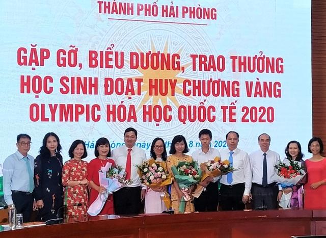 Hải Phòng trao thưởng cho giáo viên và nam sinh lớp 12 giành HCV Olympic Hóa học quốc tế 2020  - Ảnh 1.