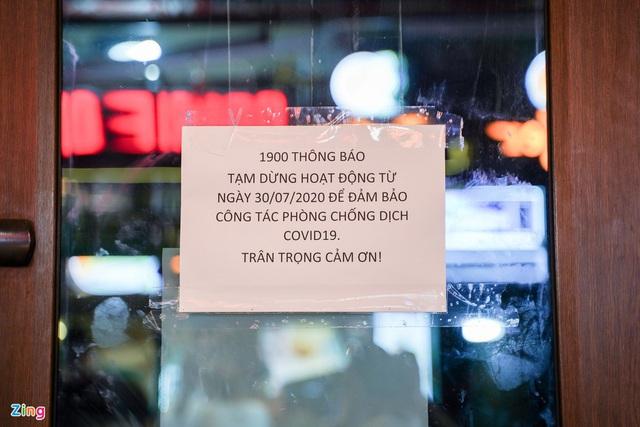 Phố ăn chơi ở Hà Nội vắng khách trước giờ đóng cửa - Ảnh 8.