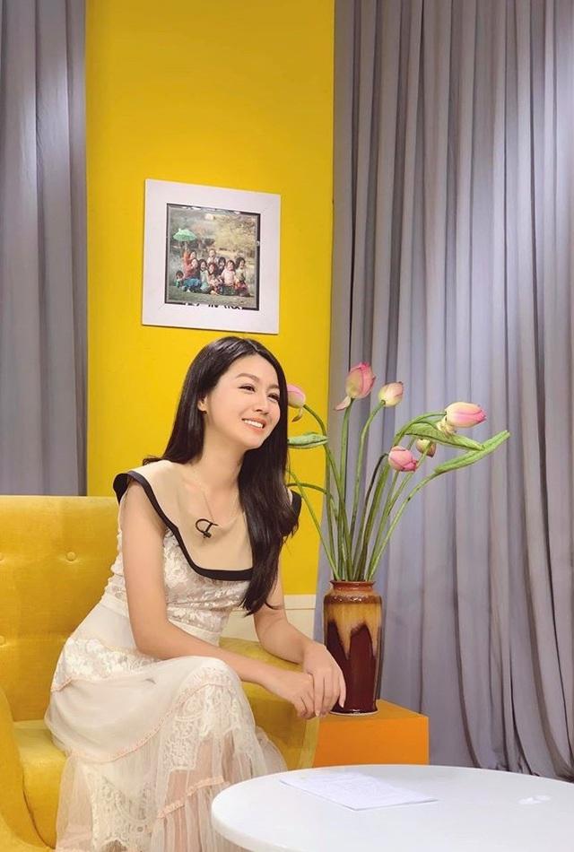 Vẻ xinh đẹp của MC Hồng Nhung Cà phê sáng - Ảnh 8.