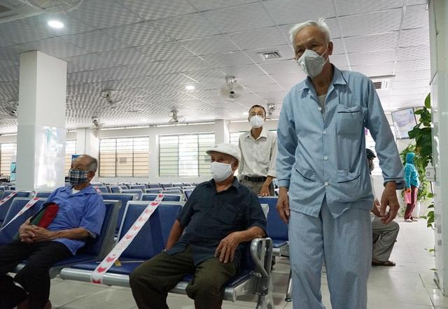 [Nhật ký từ tâm dịch Đà Nẵng]: Bệnh viện C kiểm soát từng người vào khám, điều trị - Ảnh 8.