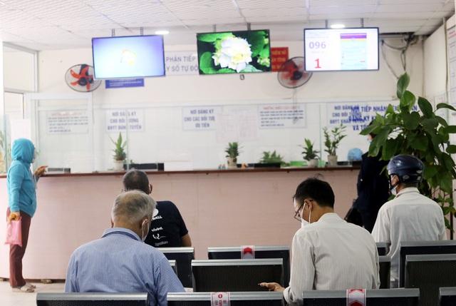[Nhật ký từ tâm dịch Đà Nẵng]: Bệnh viện C kiểm soát từng người vào khám, điều trị - Ảnh 9.