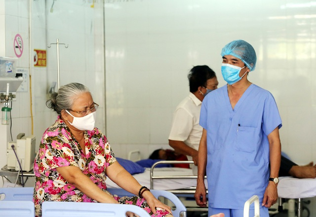 [Nhật ký từ tâm dịch Đà Nẵng]: Bệnh viện C kiểm soát từng người vào khám, điều trị - Ảnh 14.