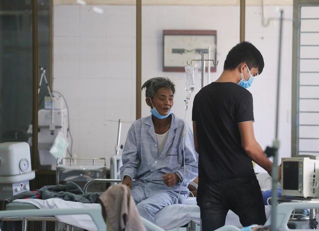 [Nhật ký từ tâm dịch Đà Nẵng]: Bệnh viện C kiểm soát từng người vào khám, điều trị - Ảnh 17.
