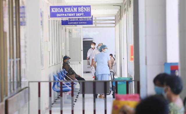 [Nhật ký từ tâm dịch Đà Nẵng]: Bệnh viện C kiểm soát từng người vào khám, điều trị - Ảnh 18.