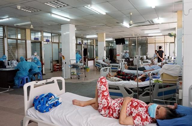 [Nhật ký từ tâm dịch Đà Nẵng]: Bệnh viện C kiểm soát từng người vào khám, điều trị - Ảnh 16.