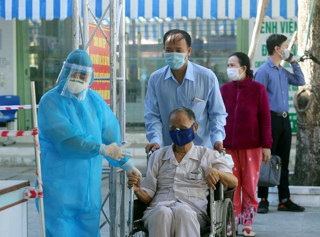 [Nhật ký từ tâm dịch Đà Nẵng]: Bệnh viện C kiểm soát từng người vào khám, điều trị - Ảnh 7.