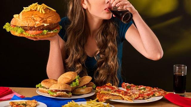 4 thói quen nhỏ nhặt âm thầm gây hại cho đường ruột, làm hỏng mạch máu và rút ngắn tuổi thọ mà nhiều người không biết - Ảnh 2.