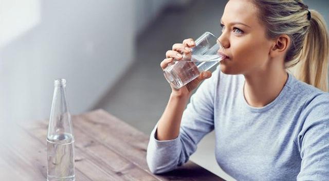 4 thói quen nhỏ nhặt âm thầm gây hại cho đường ruột, làm hỏng mạch máu và rút ngắn tuổi thọ mà nhiều người không biết - Ảnh 3.