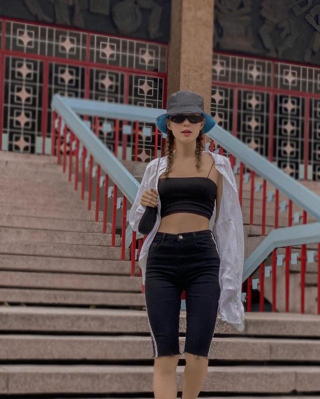 Thanh Hằng - Minh Hằng khoe điểm vàng cơ thể qua loạt street style hút mắt - Ảnh 5.