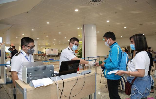7 chuyến bay đưa hành khách mắc kẹt từ tâm dịch Đà Nẵng về Hà Nội và TP.HCM - Ảnh 4.