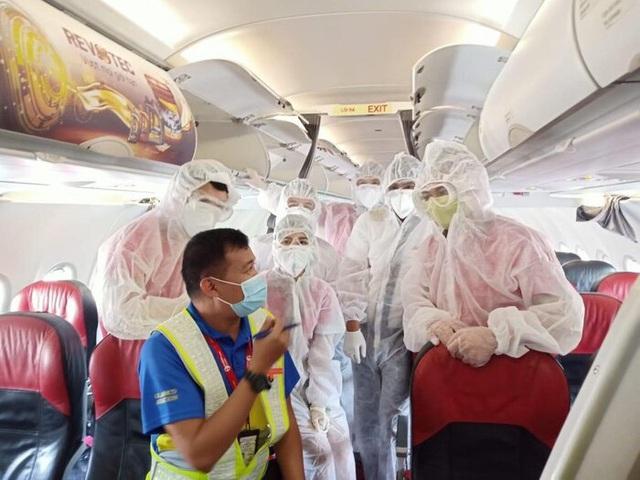 7 chuyến bay đưa hành khách mắc kẹt từ tâm dịch Đà Nẵng về Hà Nội và TP.HCM - Ảnh 3.