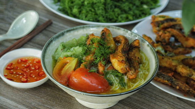 Cách làm bún cá rô đổi vị cho bữa tối - Ảnh 1.