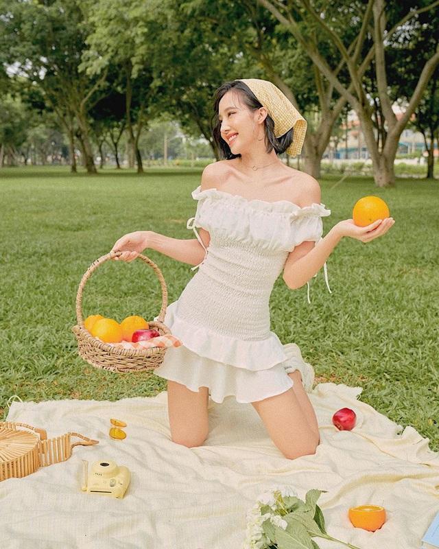 Loạt sao và hot girl cùng lăng xê mốt quấn khăn, ai cũng trendy cá tính nhưng xui cho Ngọc Trinh sến súa nhất hội - Ảnh 11.