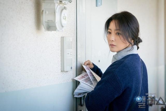 Quốc bảo nhan sắc Kim Hee Sun áp lực đóng hai vai - Ảnh 2.