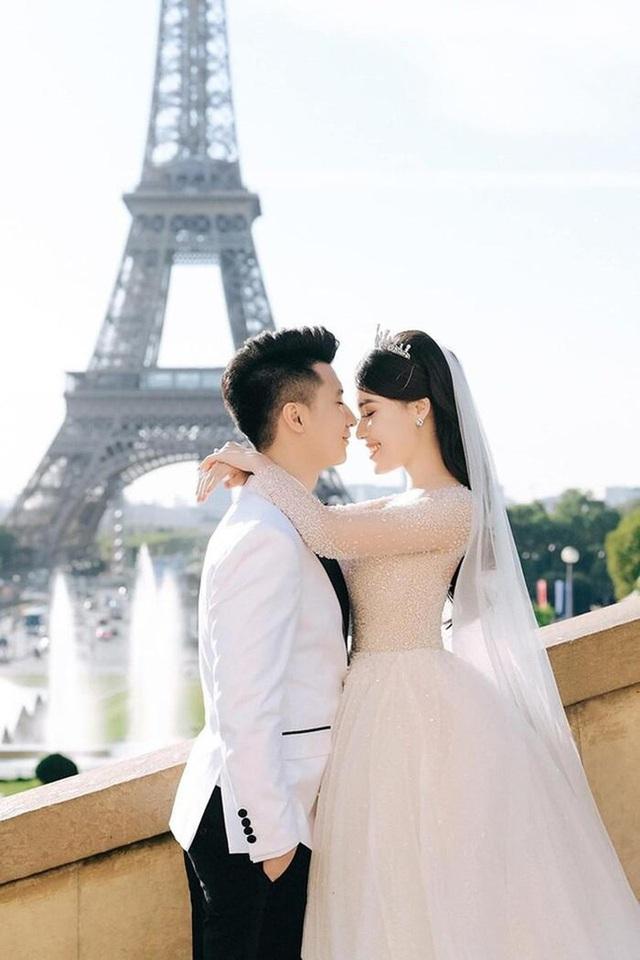 Phát hiện chi tiết trùng hợp không ngờ trong bức ảnh ngôn tình của vợ chồng Nguyễn Trọng Hưng và cặp đôi Huỳnh Hiểu Minh - Angelababy - Ảnh 3.