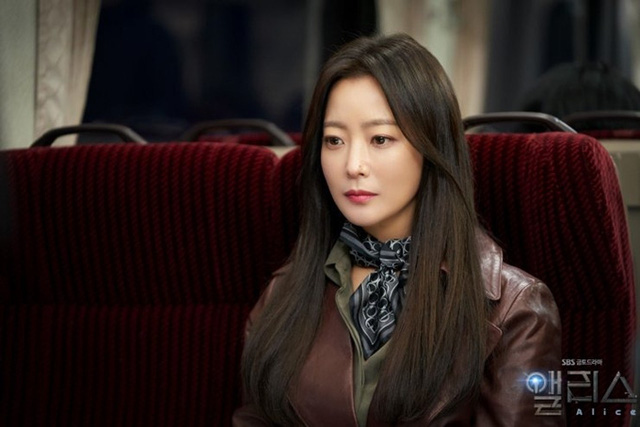 Quốc bảo nhan sắc Kim Hee Sun áp lực đóng hai vai - Ảnh 3.