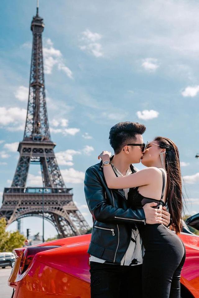 Phát hiện chi tiết trùng hợp không ngờ trong bức ảnh ngôn tình của vợ chồng Nguyễn Trọng Hưng và cặp đôi Huỳnh Hiểu Minh - Angelababy - Ảnh 4.