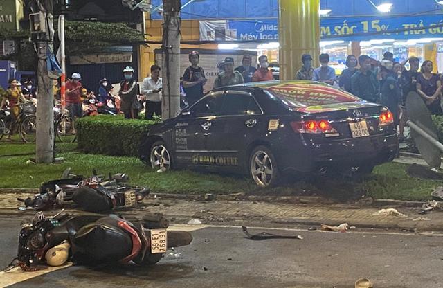 Thông tin mới nhất vụ nữ tài xế 9X lái Camry tông hàng chục xe máy giữa ngã tư - Ảnh 1.