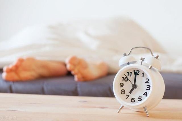 Người sống thọ thường thích làm 4 việc sau khi thức dậy và ăn 5 thực phẩm giúp ngăn ngừa lão hóa - Ảnh 1.