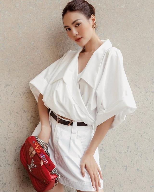 7 cách diện áo blouse trắng của Lan Ngọc: Từ sexy mà vẫn tinh tế cho đến khéo giấu bắp tay to đều đủ cả - Ảnh 7.