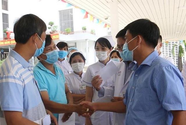 Bệnh viện Chợ Rẫy tiếp tục cử đội phản ứng nhanh chi viện Đà Nẵng - Ảnh 2.