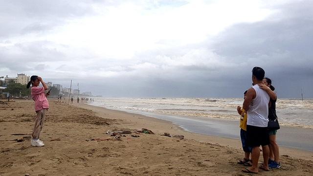 Bão số 2 đã áp sát đất liền, Hà Nội bắt đầu có mưa lớn - Ảnh 3.