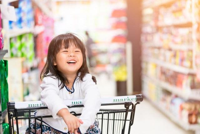 Mẹ Nhật cho con đi siêu thị, đứa trẻ không bao giờ đòi hỏi, mẹ Việt biết sẽ khâm phục - Ảnh 3.