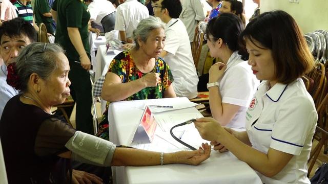 Từ xu hướng già hóa dân số nhanh ở Việt Nam - cơ hội và thách thức - Ảnh 1.