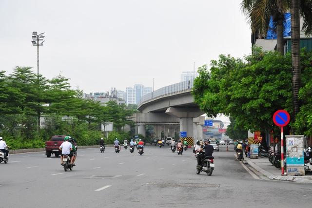 Đường phố Hà Nội không còn đông đúc mặc dù chưa thực hiện giãn cách xã hội - Ảnh 12.