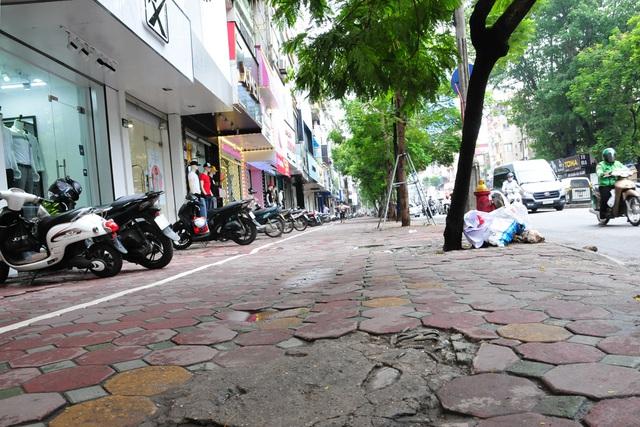 Đường phố Hà Nội không còn đông đúc mặc dù chưa thực hiện giãn cách xã hội - Ảnh 8.